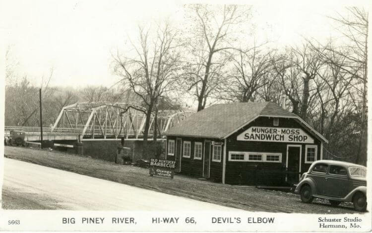 Vintage postcaed of Munger-Moss Sandwich Shop on Route 66 in Devils Elbow, Missouri
